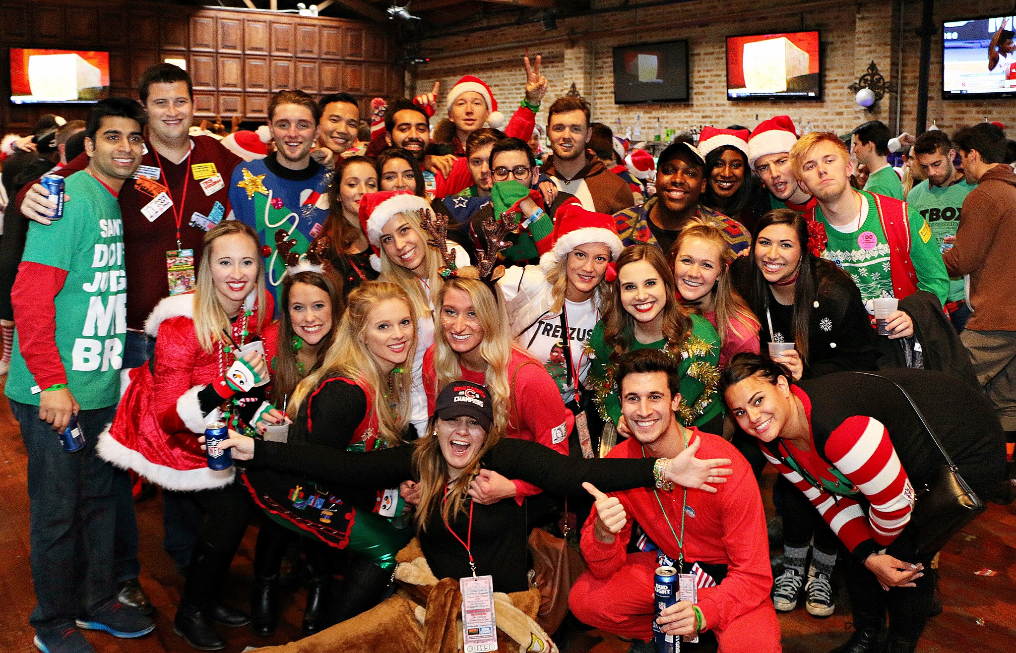 tboxbarcrawl_2016_fun_chicago_bar_crawl_christmas_wrigleyville_wrigley_friends_squad_twelve_bars_of_xmas